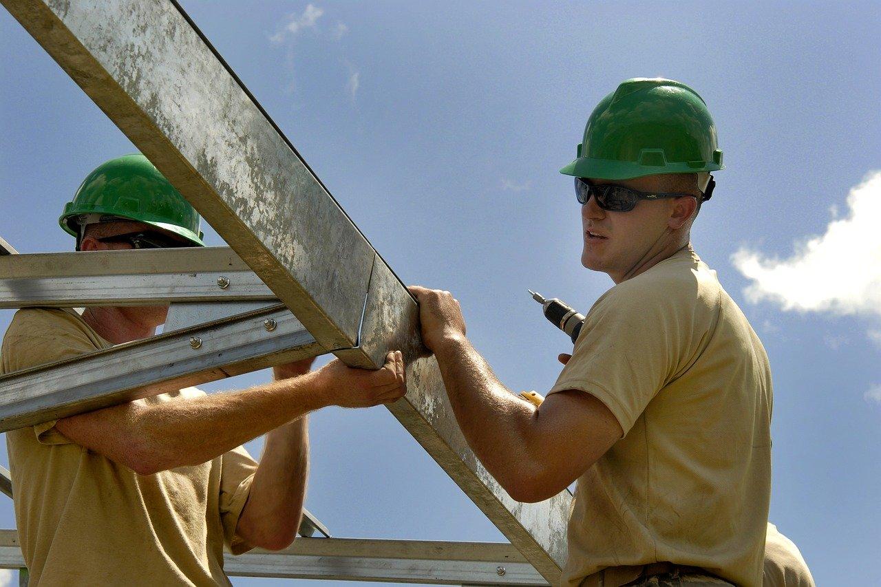 construction-worker-building-652292.jpg
